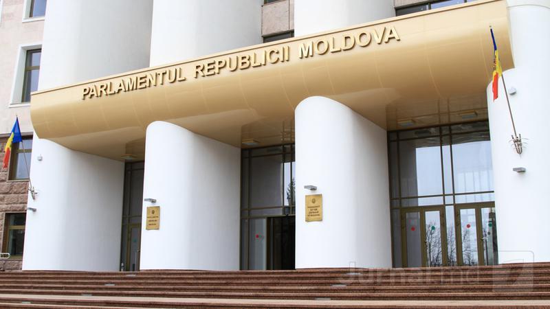 Депутат: сотрудников парламента попросили покинуть здание