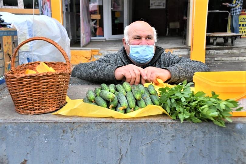 Piața Centrală comerț vânzători legume